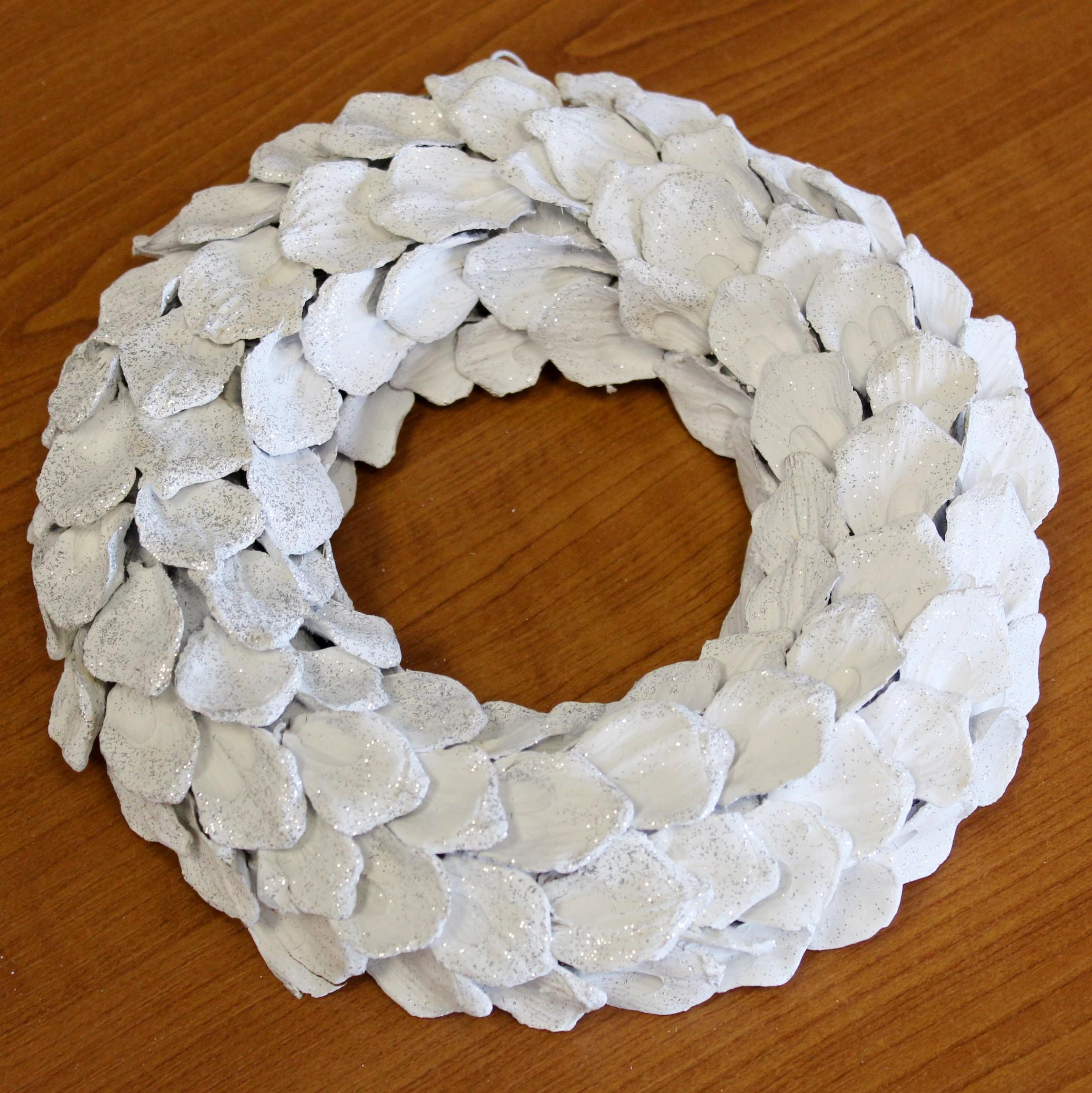 Kruh šišky 30cm bílá/stříbrná