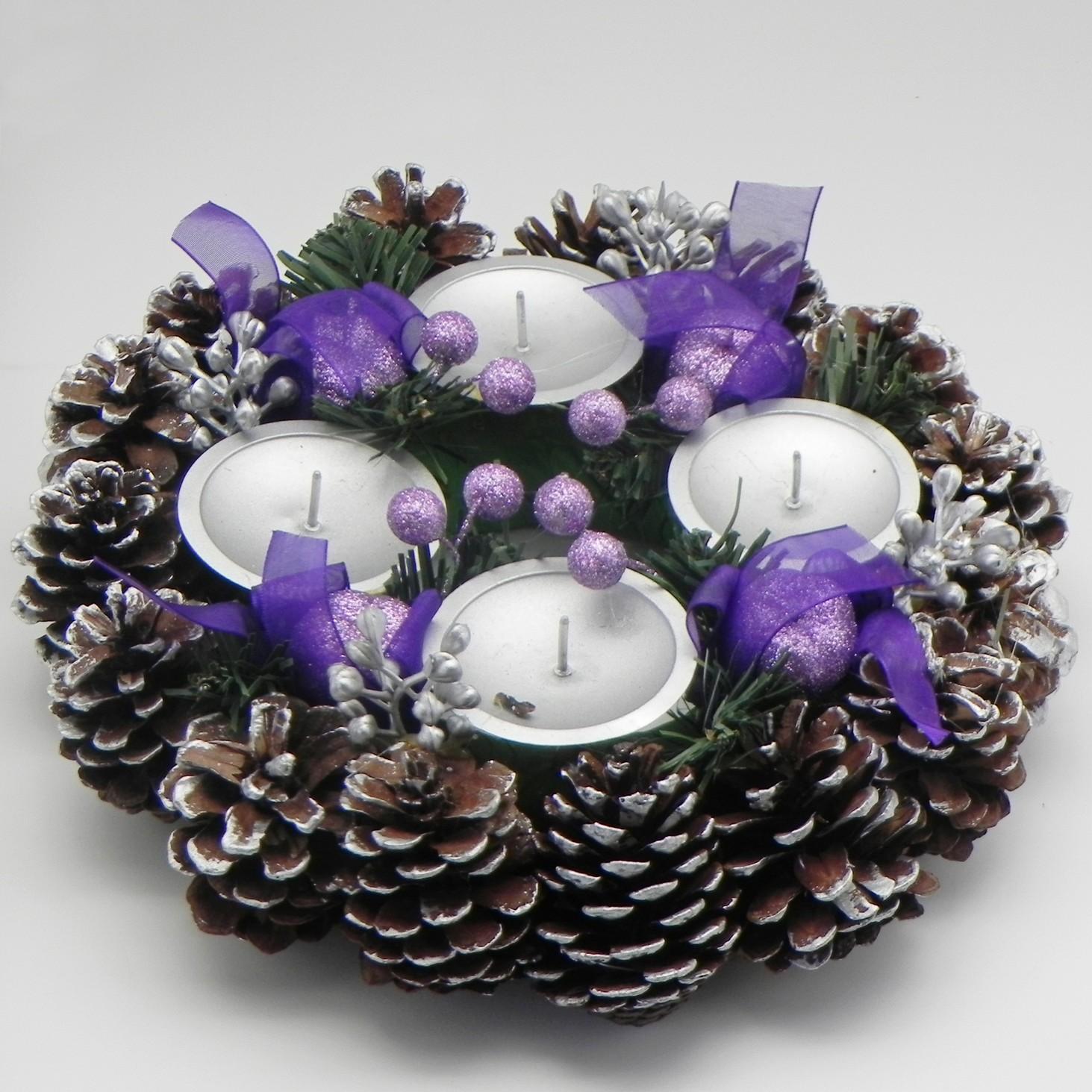 Adventní věnec šiškový stříbrný-fialový
