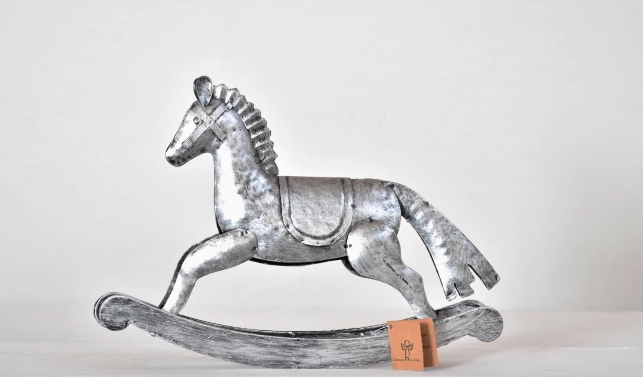 Kovový houpací kůň stříbrný 20,5 cm
